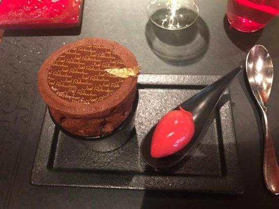 L'Atelier de Joel Robuchon: Chocolate soufflé