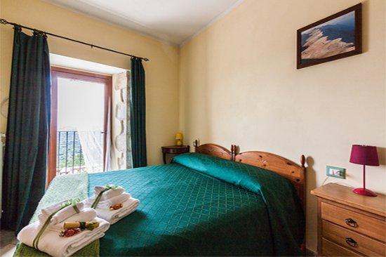 B&B Casa Mila' : Camera matrimoniale, con vista panoramica, all service included