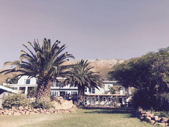 Gordon's Bay, แอฟริกาใต้: Blick vom Pool aufs Haus