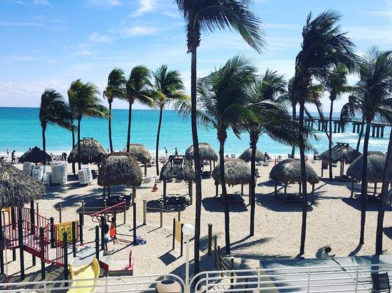 Sunny Isles Beach, FL: Vista a la playa