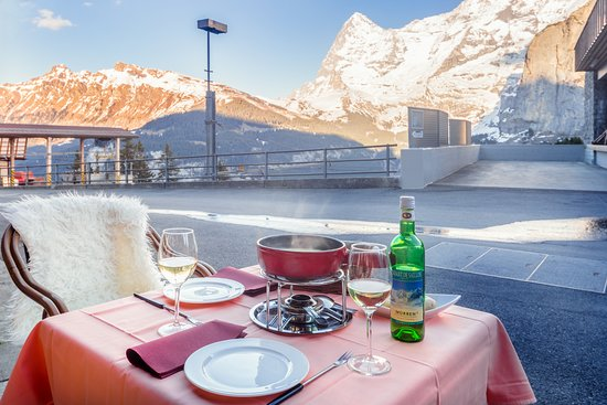 Eiger Guesthouse: Fondue with Mountain View