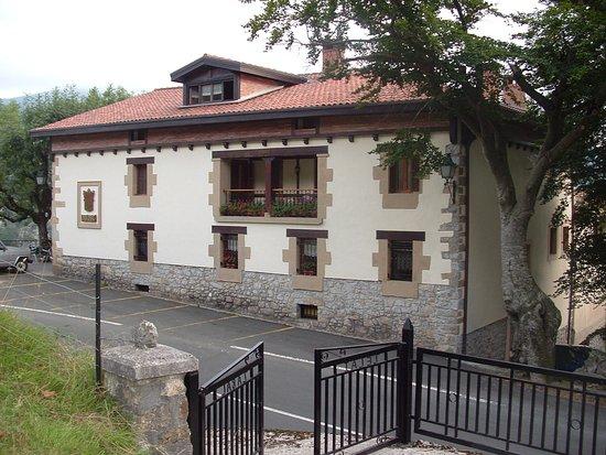 Zelai Zabal: Vista exterior del restaurante
