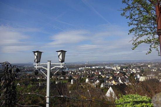 Berghotel Rheinblick: ja de Rijn, maar temidden van industrie