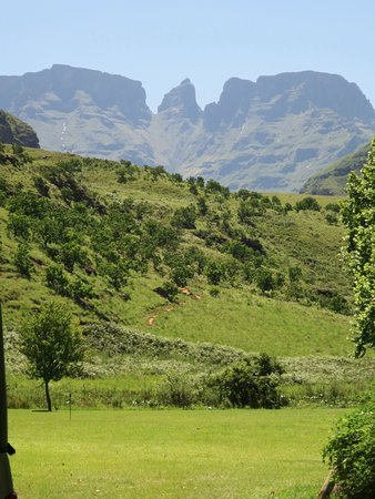 uKhahlamba-Drakensberg Park, South Africa: View from lawn next to chalets