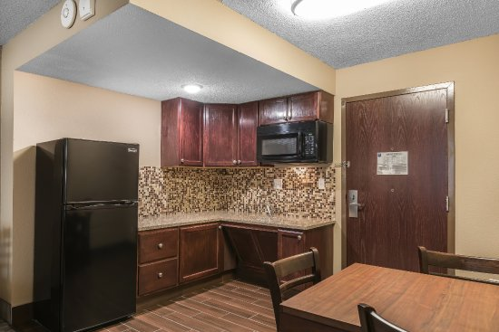 Bay City, MI: Kitchenette in Two Room Suite