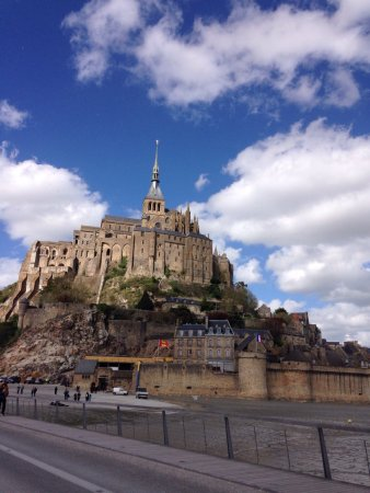 ‪Mont Saint-Michel & Normandy Tour - Emi Travel Paris‬