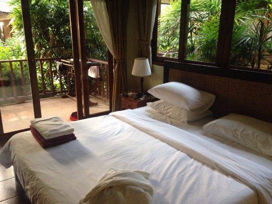 Lipa Noi, Thailand: Живешь почти в джунглях))