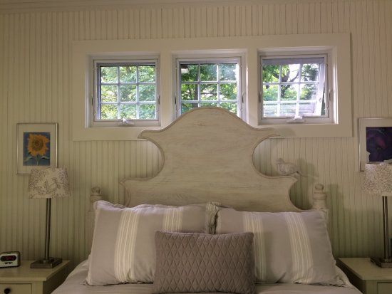 Jonesville, MI: Spacious rooms with tasteful decor!