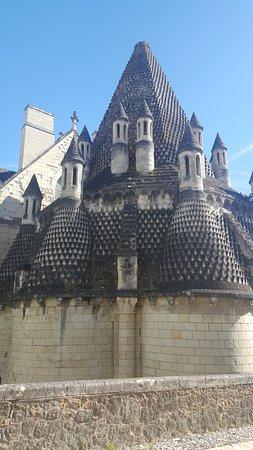 Fontevraud-l'Abbaye, France: camini delle cucine