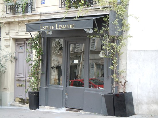 boutique fabrication de luminaires picture of rue lepic paris tripadvisor. Black Bedroom Furniture Sets. Home Design Ideas