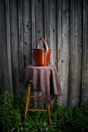 Indian Brook, Kanada: Leather Bucket