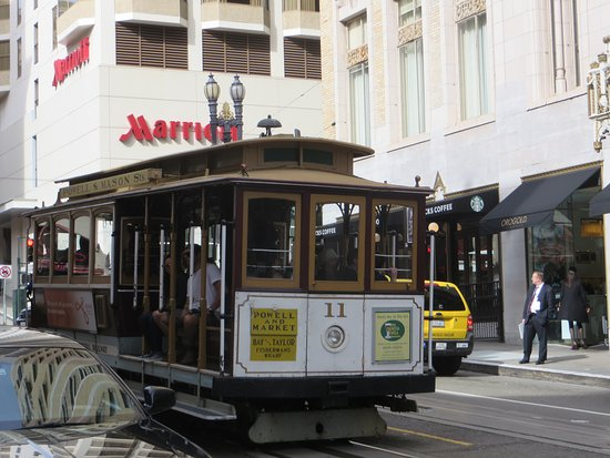 Chancellor Hotel on Union Square: Cable cars travel by hotel