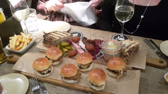 The Bridge Tavern: Meat plank and slider plank....with excellent chips of course