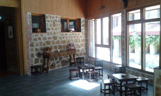 Llanaves de la Reina, Spain: Nuestra cafetería al lado.