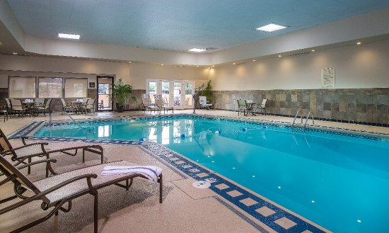 Best Western Plus The Charles Hotel : Relax in our heated indoor pool no matter what the weather!