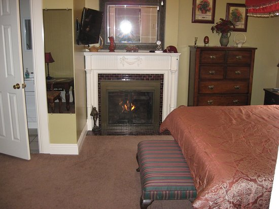 Bayberry House Bed and Breakfast: Westfall House Room 1, king bed, fireplace, private bath.