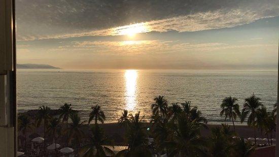 Sheraton Buganvilias Resort & Convention Center : Beautiful sunset view