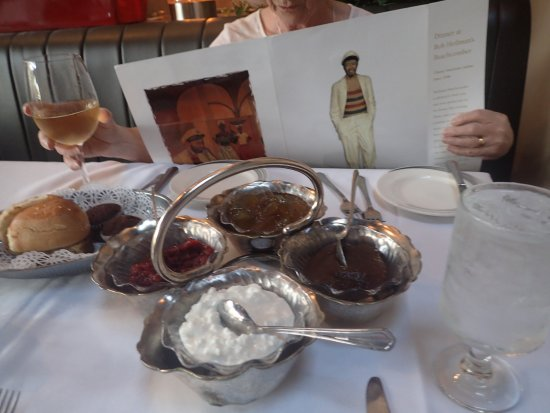 Bob Heilman's Beachcomber: Something to nibble while reading the menu