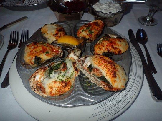 Bob Heilman's Beachcomber: Oysters Florentine