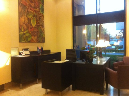 Sheraton Tirana Hotel: Plusieurs bureaux de ce type peuvent accueillir les clients.