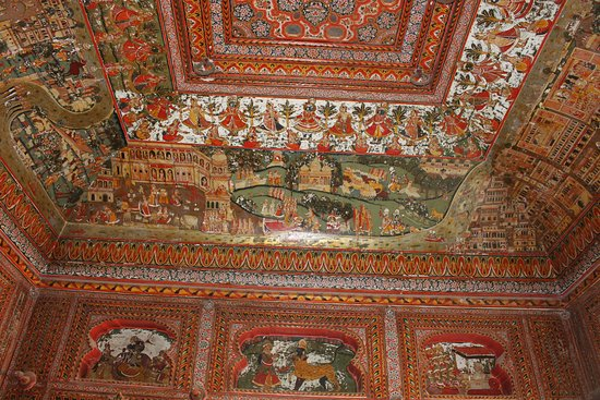 Jhunjhunu, Indien: The intricate work in th ceiling.