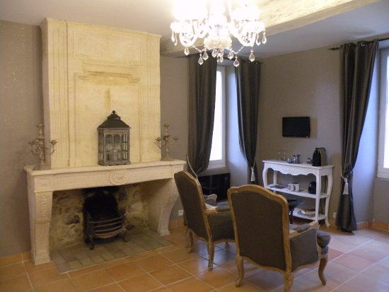 Rauzan, Frankrike: Chambre Comtesse avec son coin détente et sa grande cheminée d'époque