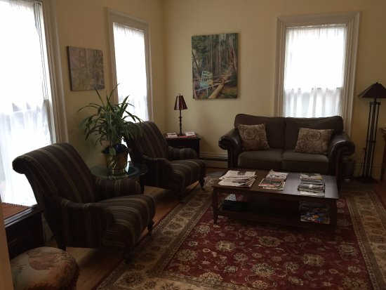 Harding House: relax in the parlor to read the paper or magazine