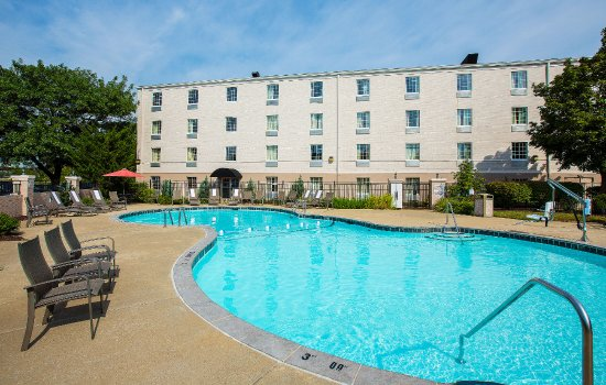 Comfort Inn St Louis - Westport: Oversized outdoor pool onsite for your enjoyment