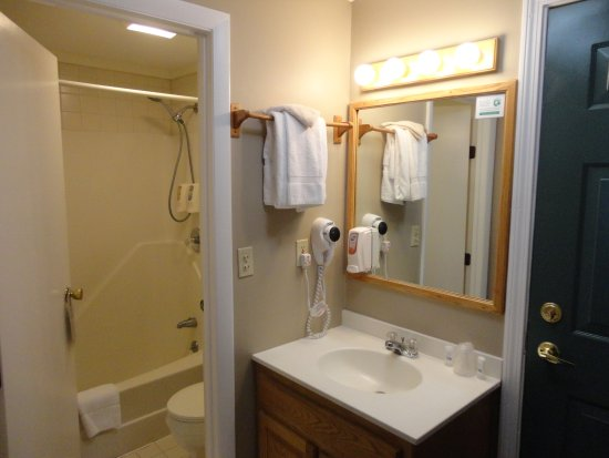 Eastern Inns: Typical Room/Suite Bathroom