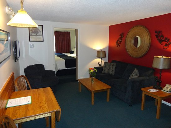 Eastern Inns: One Bedroom Sutie, Sleeps 6