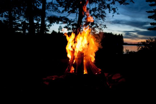 Port Carling, Canada: Crackling camp fire.