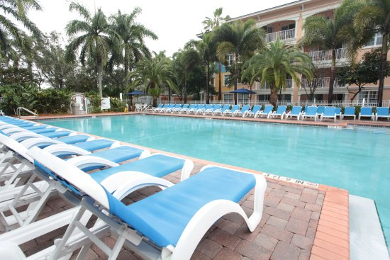 Mizner Place at Weston Town Center: Pool