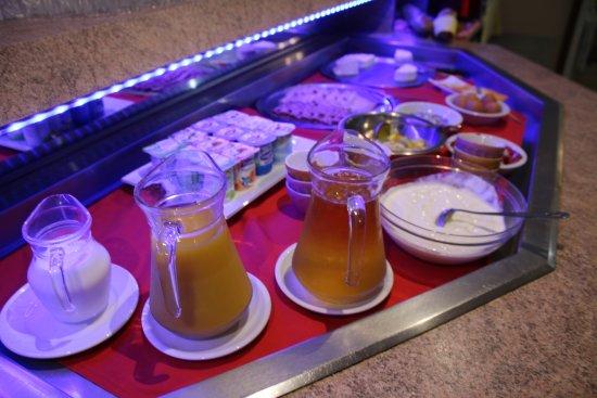 Contrexeville, France : Petit déjeuner buffet