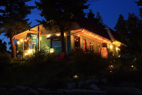 The Islander Inn at Night - John Dunford Photo