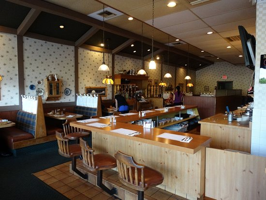 Moffetts Chicken Pie Shoppe: Nothing fancy, but homey and comfortable