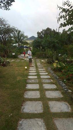 Pineapple Fields Resort Photo
