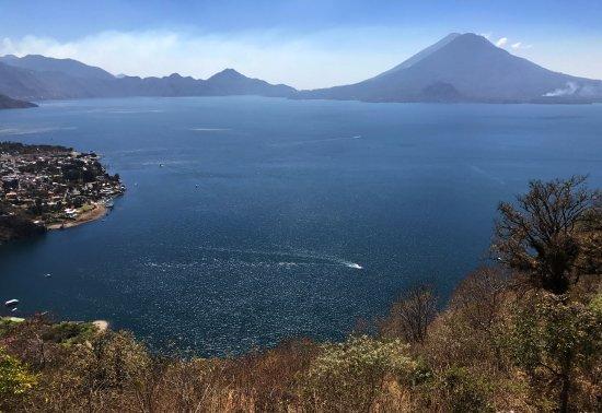 La Iguana Perdida Hotel: Lago Atitlan desde arriba