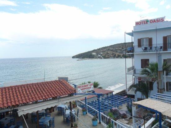 Oasis Hotel by Svetlana and Michalis: отель расположен прямо на побережье