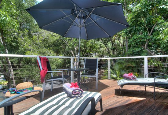port douglas cottage and lodge: Cottage 1st floor sundeck.