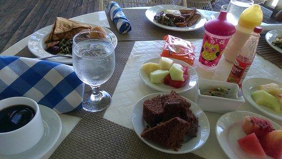 Travellers Beach Resort: Breakfast, fresh fruits, cake, french toast, calalloo