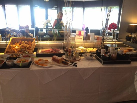 Quality Hotel Mediterranée: breakfast