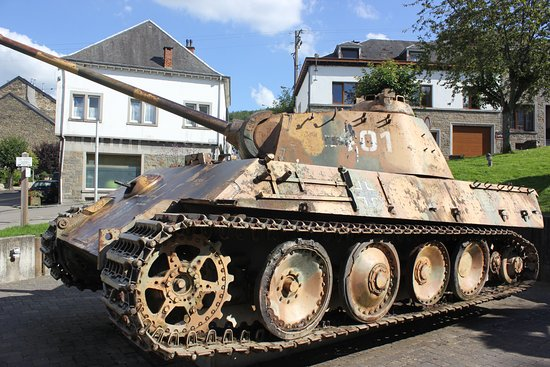 """Oorlogsmonument Houffalize """"Panther"""""""