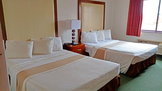 Zumbrota, MN: Two Queen Beds