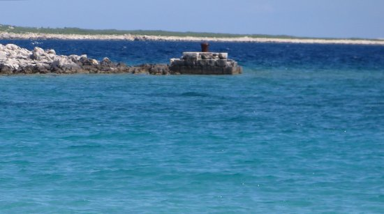 Lošinj Island, Kroatien: Acqua turchese e trasparente con sabbia  bianca