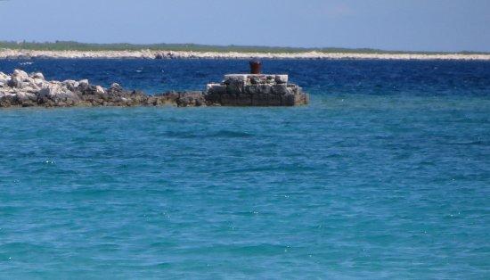 Losinj Island, Croatia: Acqua turchese e trasparente con sabbia  bianca