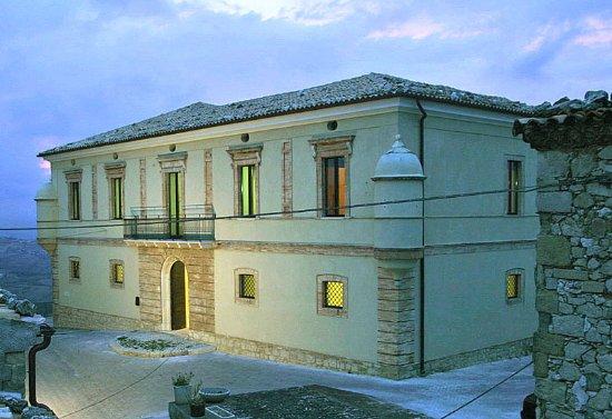 Carunchio, Italie : Palazzo