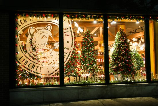 Cherry Republic : Getting in the holiday spirit in Traverse City.