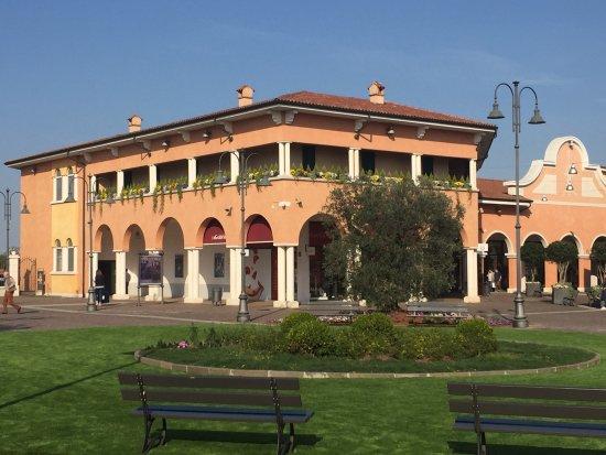 Beautiful Outlet Di Mantova Gallery - Idee Arredamento Casa - baoliao.us