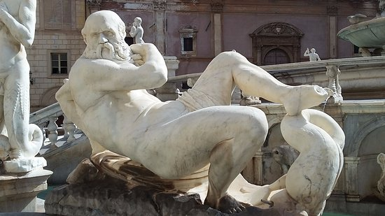 Fontana della Vergogna (Fontana Pretoria) : Nettuno