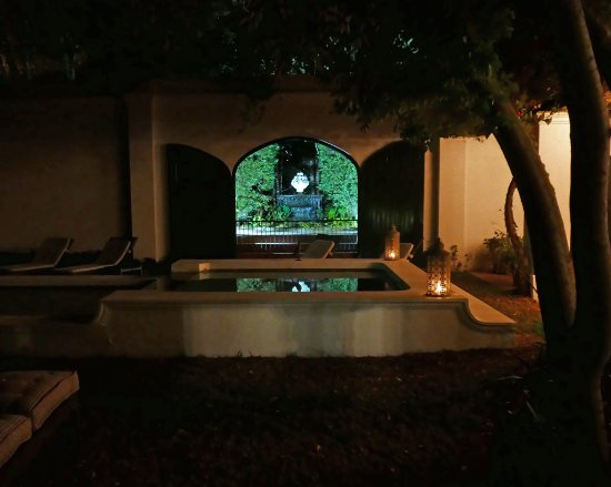 Akademie Street Boutique Hotel and Guest House: Shared pool and garden at night